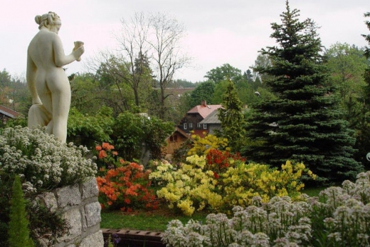rzeźba-w-ogrodzie